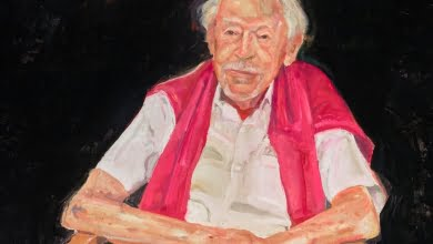 Photo of Archibald prize 2021: Peter Wegner wins $100,000 prize for 'brilliant' portrait of Guy Warren at 100