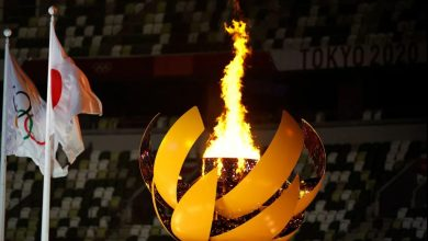 Photo of Naomi Osaka lights the Olympic flame to open the Tokyo Games